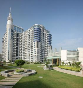 Gallery Cover Image of 3979 Sq.ft 4 BHK Apartment for buy in DLF Pinnacle, Sector 43 for 48000000