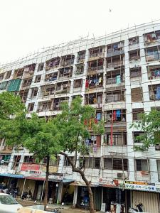 Gallery Cover Image of 1600 Sq.ft 3 BHK Apartment for buy in Chamunda Apartment, Malad West for 24900000