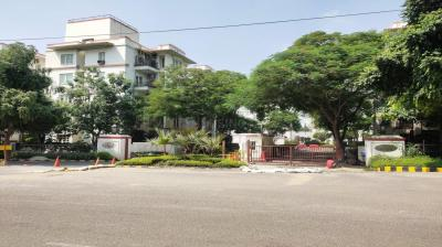 Gallery Cover Image of 1000 Sq.ft 3 BHK Apartment for buy in Garden Estate, DLF Phase 3 for 6500000