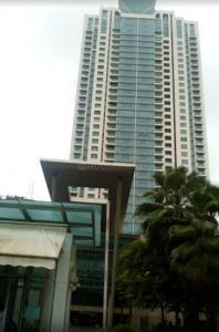 Gallery Cover Image of 1305 Sq.ft 2 BHK Apartment for buy in Beaumonde Towers, Prabhadevi for 82500000