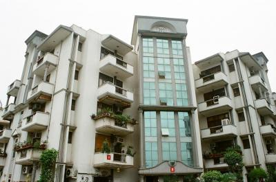 Gallery Cover Image of 1670 Sq.ft 3 BHK Apartment for buy in Mahagun Manor, Sector 50 for 9200000