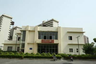 Gallery Cover Image of 1350 Sq.ft 2 BHK Independent House for rent in Suncity Township, Sector 54 for 23000