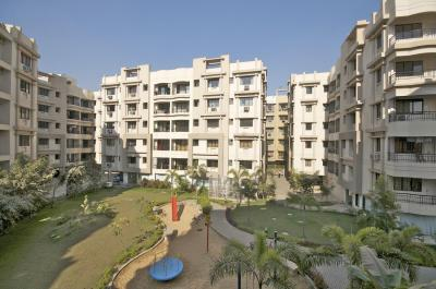 Gallery Cover Image of 1350 Sq.ft 3 BHK Apartment for rent in Srijan Heritage Enclave, Kaikhali for 16500