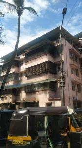 Gallery Cover Image of 600 Sq.ft 1 BHK Apartment for buy in Hind Mansion, Mahim for 17500000