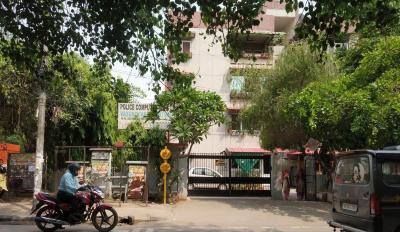 Gallery Cover Image of 1000 Sq.ft 3 BHK Apartment for rent in Police Computer C.G.H.S, Vasundhara Enclave for 21000