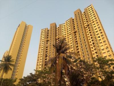 Gallery Cover Image of 1050 Sq.ft 2 BHK Apartment for buy in Lodha Casa Royale Grande, Thane West for 10500000