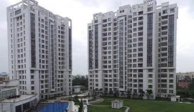 Gallery Cover Image of 1350 Sq.ft 3 BHK Apartment for rent in Sureka Sunrise Greens, Deshbandhu Nagar for 17000