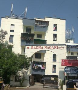 Gallery Cover Image of 1250 Sq.ft 2 BHK Apartment for rent in Radha Nagari, Bopodi for 21000