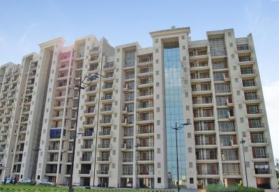 Gallery Cover Image of 3009 Sq.ft 4 BHK Apartment for buy in Parsvnath Panorama, Surajpur Site 4 for 9900000