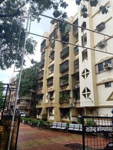 Gallery Cover Image of 590 Sq.ft 1 BHK Apartment for rent in Rajendra Complex, Dahisar East for 20000
