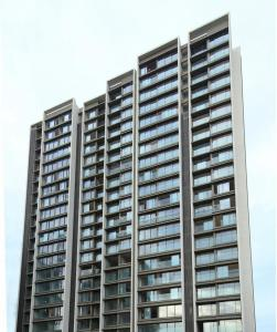 Gallery Cover Image of 1273 Sq.ft 3 BHK Apartment for buy in Rustomjee Paramount Wing E, Santacruz West for 80100000