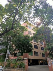 Gallery Cover Image of 1160 Sq.ft 2 BHK Apartment for buy in Vishnu Vijaya Towers, Lakdikapul for 7000000