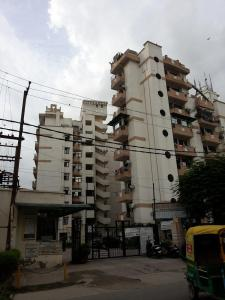 Gallery Cover Image of 1500 Sq.ft 3 BHK Apartment for rent in Raison Armor Homes, Ahinsa Khand for 14000
