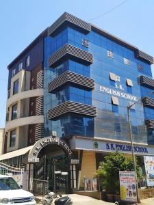 Schools & Universities Image of 1250 Sq.ft 3 BHK Apartment for rent in Mira Road East for 25000
