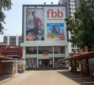 Shopping Malls Image of 1350 Sq.ft 3 BHK Apartment for rent in Maniktala for 40000