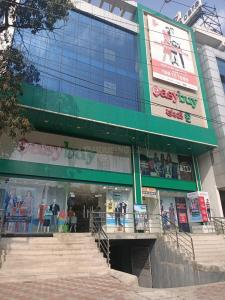 Shopping Malls Image of 1400 Sq.ft 3 BHK Independent Floor for rent in Kapra for 20000