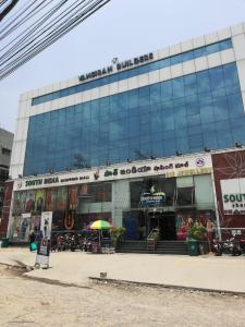 Shopping Malls Image of 4150 Sq.ft 5 BHK Apartment for rent in Gachibowli for 100000