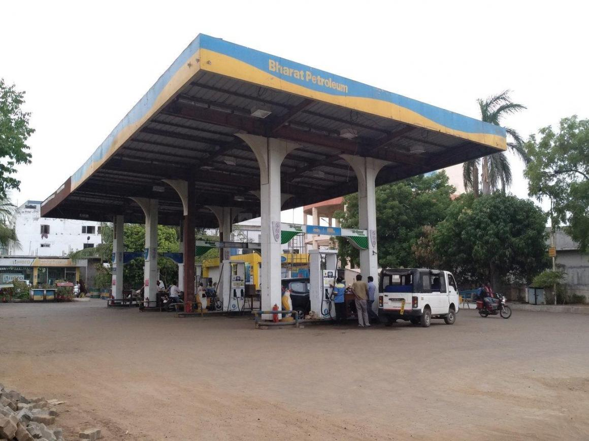 Petrol Pumps Image of 750 Sq.ft 3 BHK Independent House for buy in Oragadam for 5500000