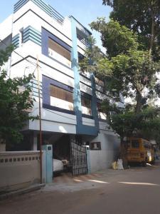 Schools &Universities Image of 1100 - 1725 Sq.ft 2 BHK Apartment for buy in Creative Venkateswara Lake Front