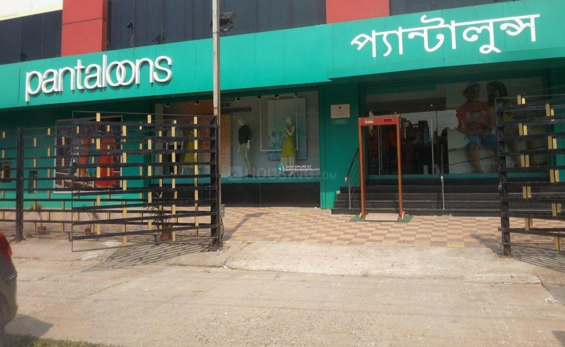 Shopping Malls Image of 820 - 1280 Sq.ft 2 BHK Apartment for buy in Reliable Vivekananda Apartment