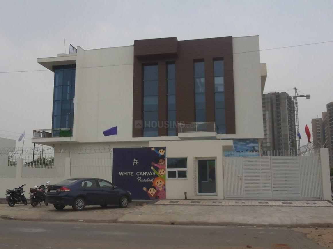 Schools & Universities Image of 1395 Sq.ft 3 BHK Apartment for buy in Omicron III Greater Noida for 4300000