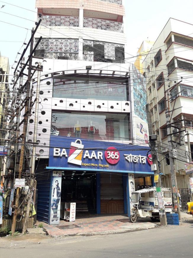 Shopping Malls Image of 430 Sq.ft 1 BHK Apartment for buy in Keshtopur for 1320000