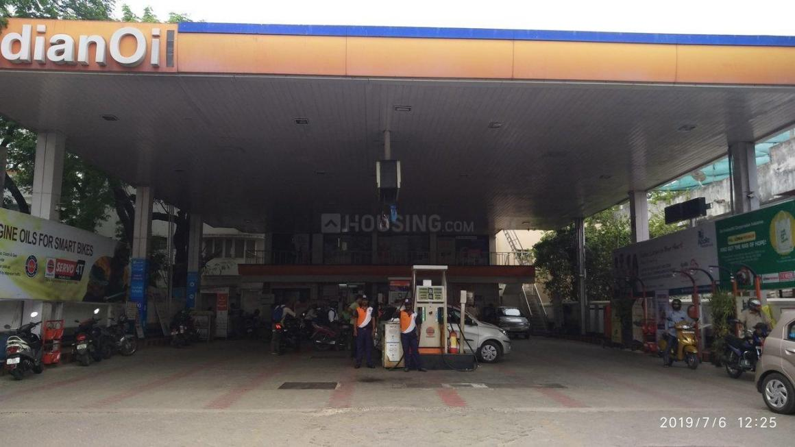 Petrol Pumps Image of 700 Sq.ft 2 BHK Apartment for buy in Annanagar East for 6000000