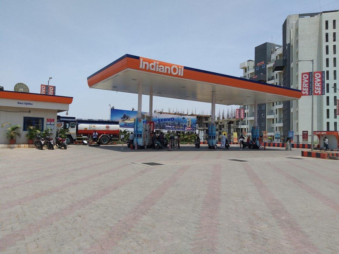 Petrol Pumps Image of 4600 Sq.ft 4 BHK Independent House for buy in Kondhwa for 33000000