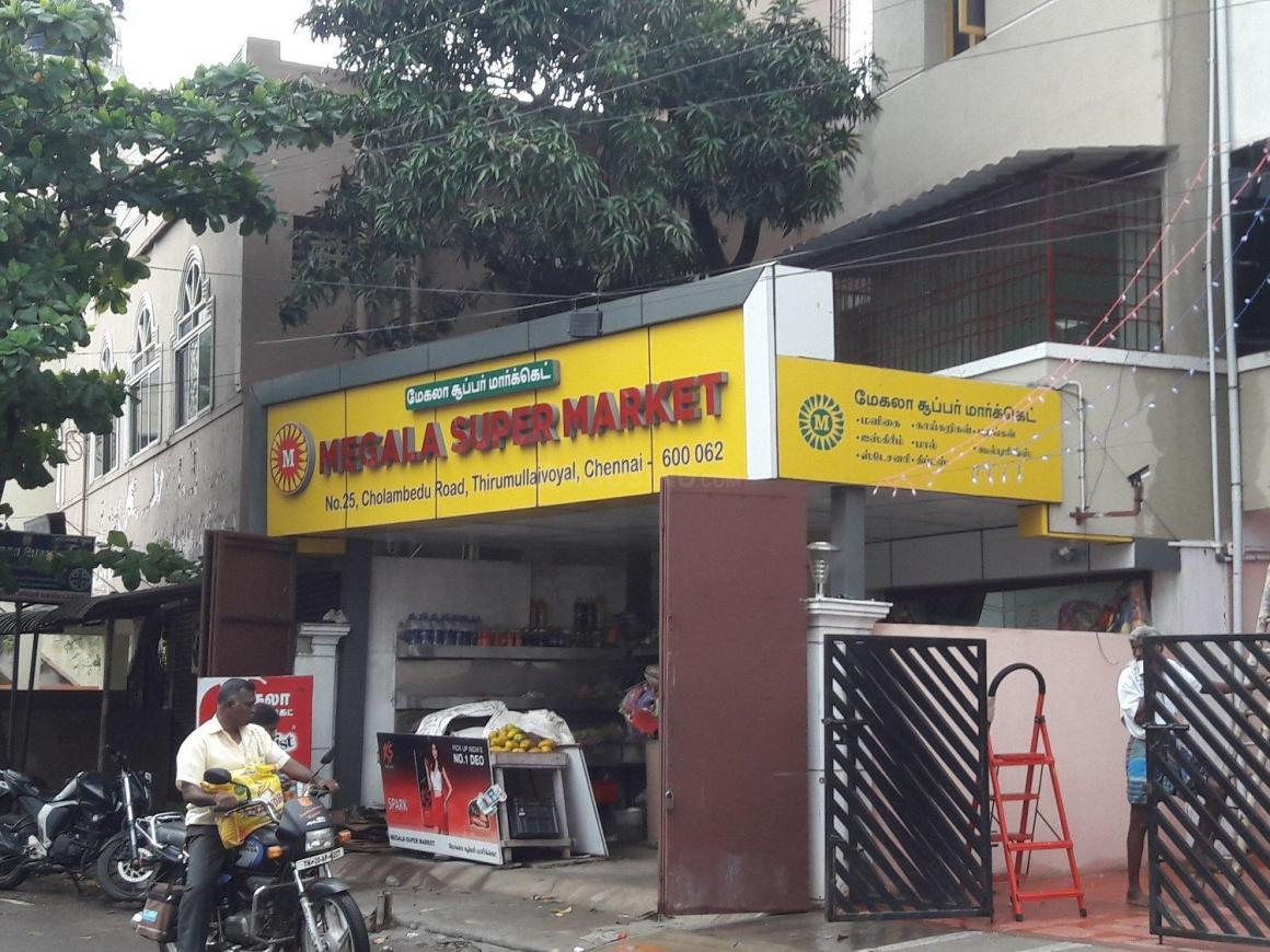 Groceries/Supermarkets Image of 600.0 - 1000.0 Sq.ft 1 BHK Apartment for buy in Thirumalai Flats