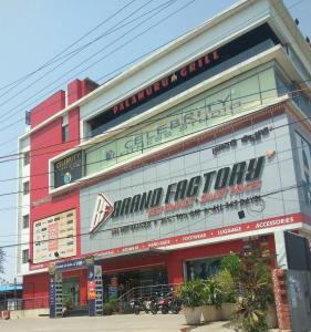 Shopping Malls Image of 986.0 - 1024.0 Sq.ft 2 BHK Apartment for buy in Prakruthi Sri Vastra Residency