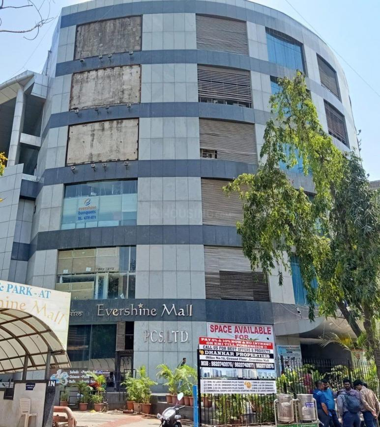 Shopping Malls Image of 1800 Sq.ft 3 BHK Apartment for buy in Malad West for 31100000