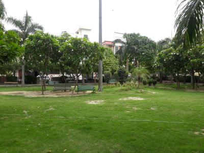 Parks Image of 1550.0 - 1850.0 Sq.ft 3 BHK Apartment for buy in Shubhkamna Apartments