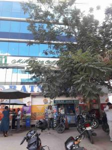 Groceries/Supermarkets Image of 1465 - 2100 Sq.ft 3 BHK Apartment for buy in Sahiti Sri Vidhya Petals