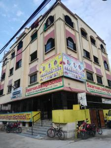 Schools & Universities Image of 2220 Sq.ft 3 BHK Apartment for buy in Moosapet for 15000000