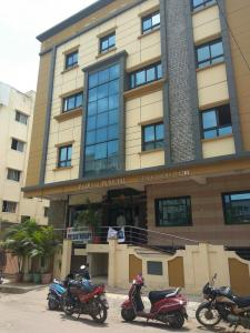 Hospitals & Clinics Image of 1800 Sq.ft 3 BHK Apartment for rentin Saroornagar for 22000