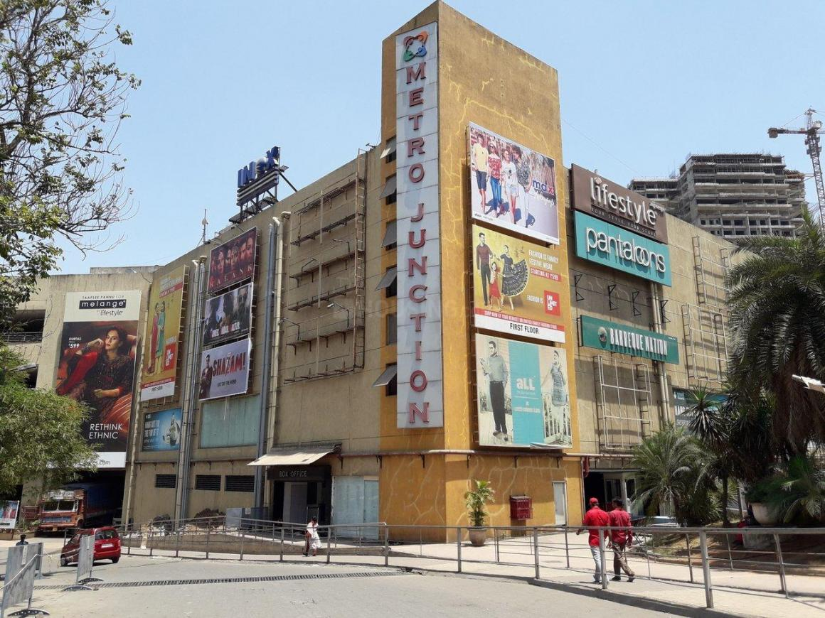 Shopping Malls Image of 1700 Sq.ft 3 BHK Apartment for buy in Kalyan East for 15000000