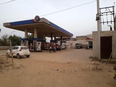 Petrol Pumps Image of 1544 Sq.ft 3 BHK Independent House for buy in Lal Kuan for 3700000