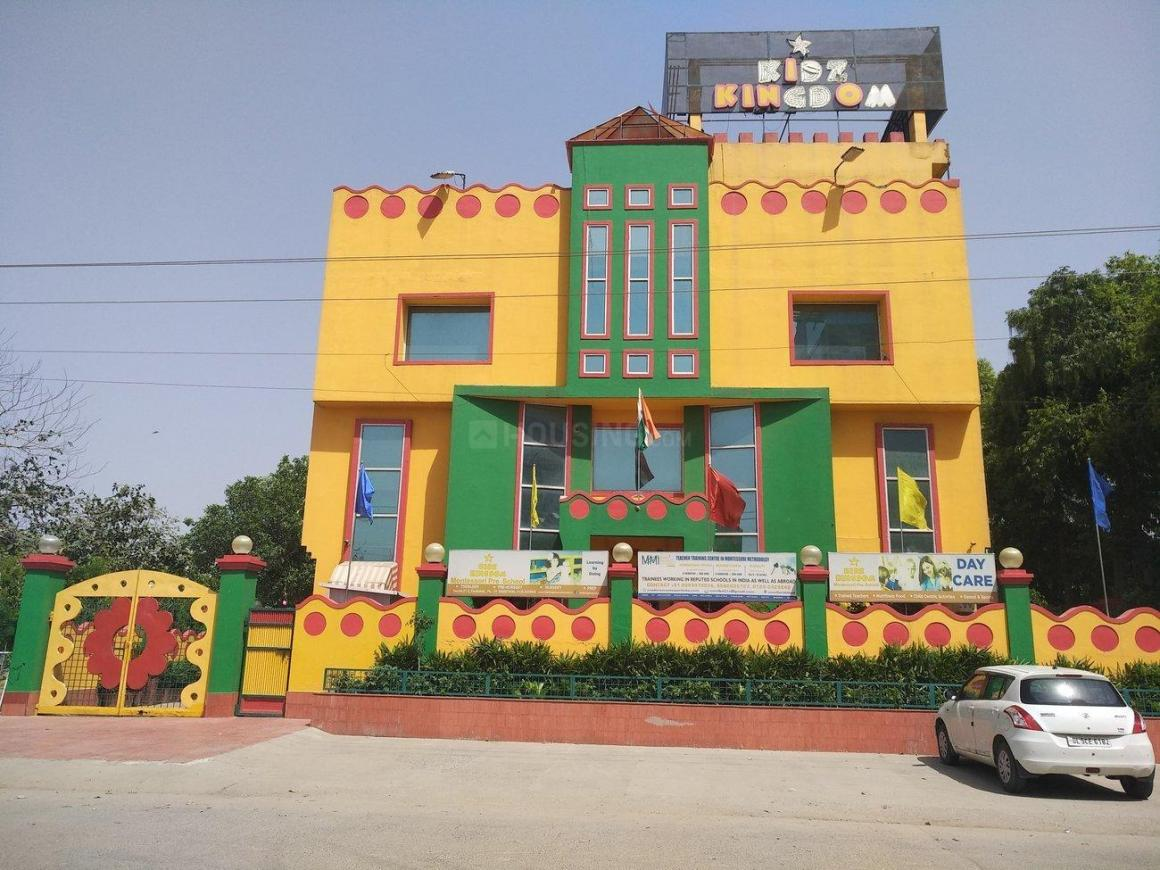 Schools & Universities Image of 1600 Sq.ft 3 BHK Apartment for buy in Sector 21C for 7800000