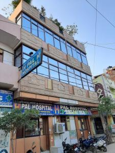 Hospitals & Clinics Image of 32 Sq.ft Residential Plot for buyin Sector 38 Rohini for 1850000