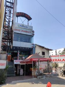 Groceries/Supermarkets Image of 2800 Sq.ft 4 BHK Apartment for buy in Aundh for 35000000