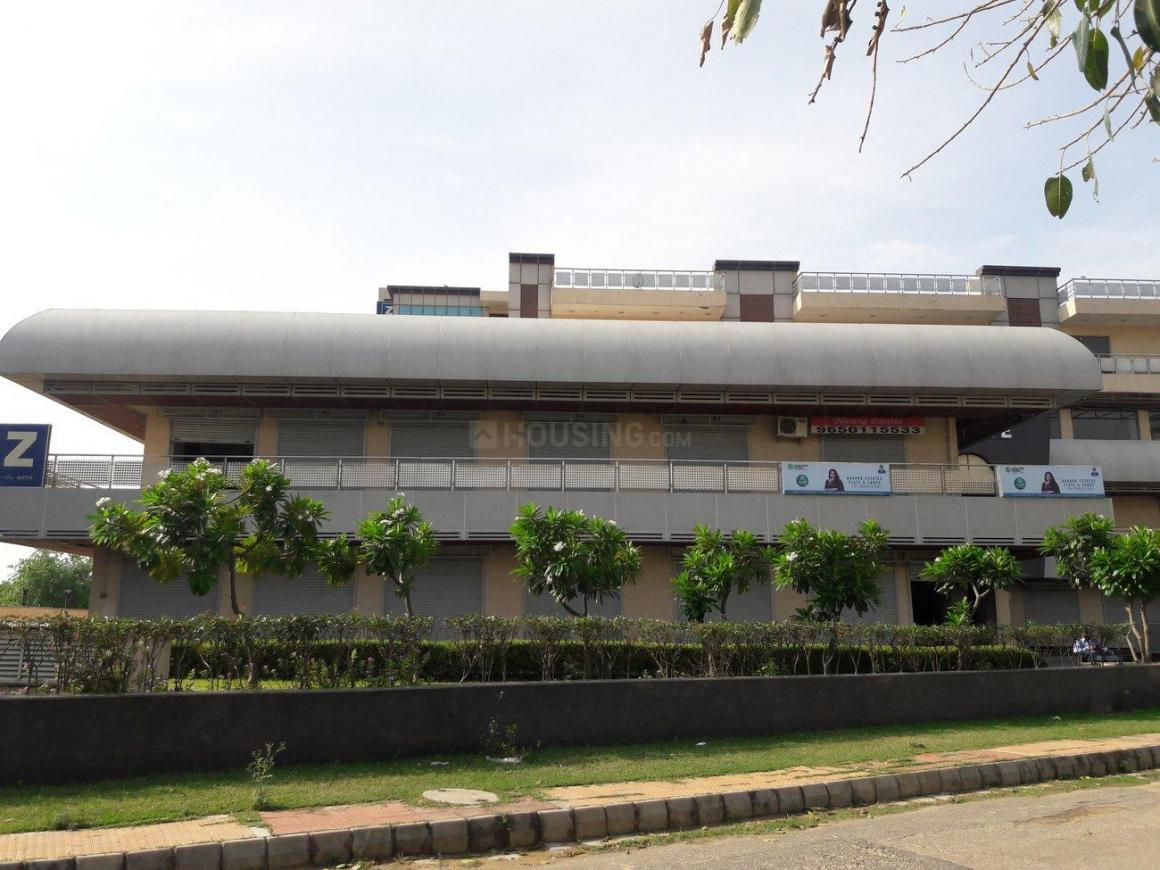 Shopping Malls Image of 0 - 650 Sq.ft 1 BHK Apartment for buy in JMD Imperial Suites