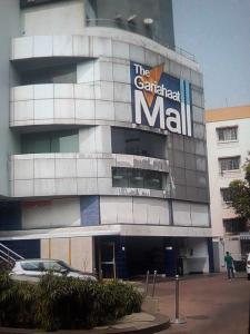 Shopping Malls Image of 1922.0 - 1923.0 Sq.ft 3 BHK Apartment for buy in Sashwaat Mandeville Garden Court 3