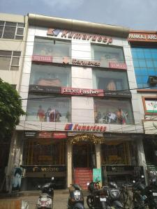 Shopping Malls Image of 1000 Sq.ft 1 BHK Independent House for rent in Palam for 40000