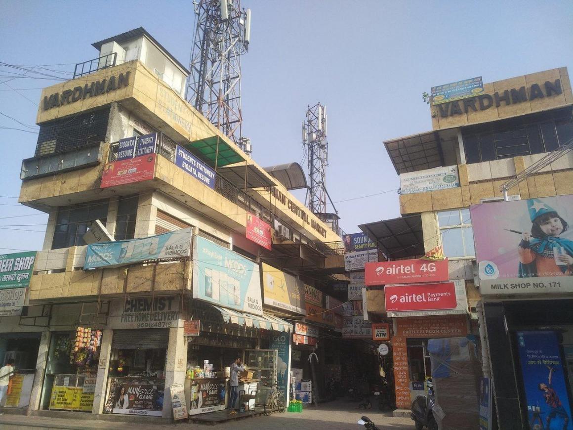 Groceries/Supermarkets Image of 500 - 1000 Sq.ft 1 BHK Apartment for buy in Jai Mata Di