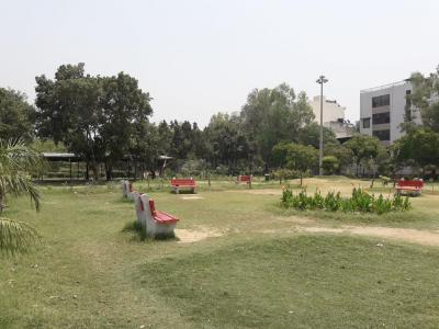 Parks Image of 0 - 1400 Sq.ft 3 BHK Independent Floor for buy in Arora Floors - IX