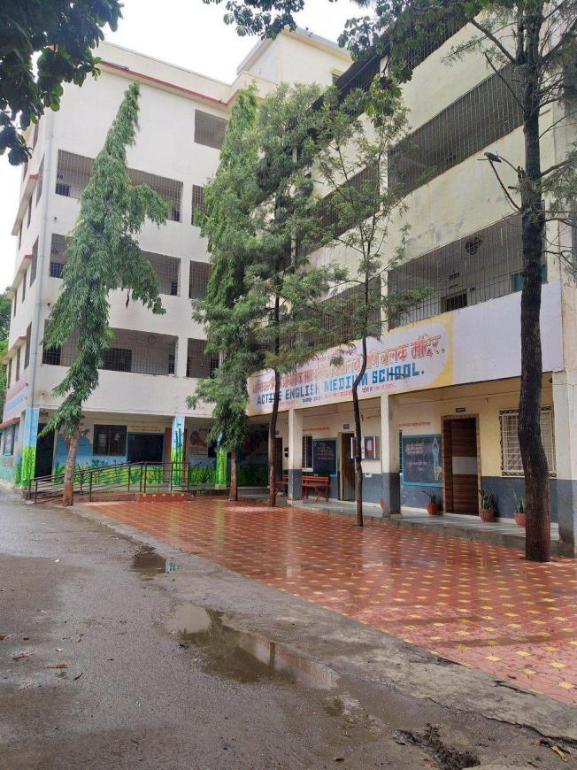 Schools &Universities Image of 802 - 950 Sq.ft 3 BHK Apartment for buy in Majestique Navkar B Building