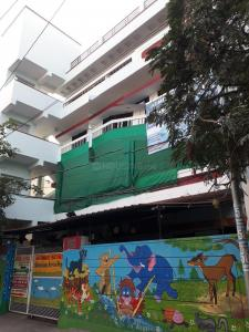 Schools & Universities Image of 2000 Sq.ft 3 BHK Apartment for rent in Padmarao Nagar for 23500