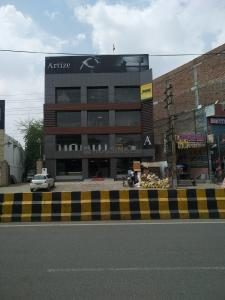Shopping Malls Image of 750.0 - 900.0 Sq.ft 2 BHK Apartment for buy in MAA Bhagwati Residency