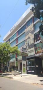 Groceries/Supermarkets Image of 1130 Sq.ft 2 BHK Apartment for buy in Agarkar Nagar for 18000000