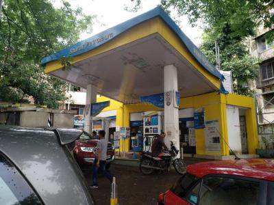Petrol Pumps Image of 1320 Sq.ft 3 BHK Apartment for buy in Dadar West for 45000000